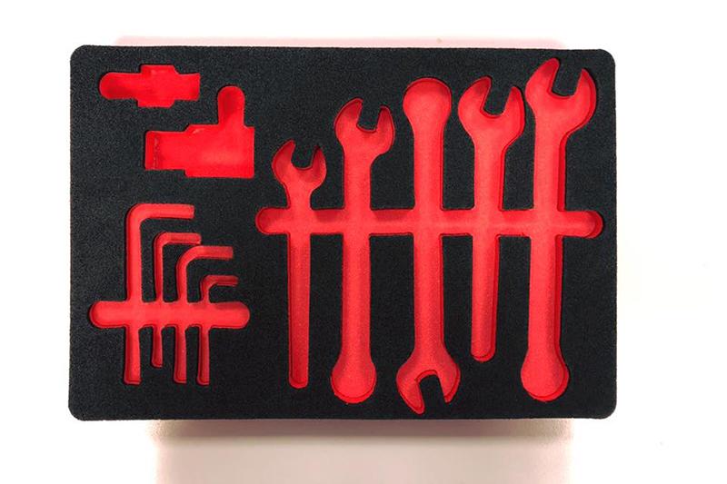Imballaggio in polietilene bicolore nero-rosso