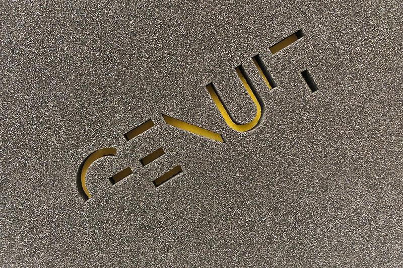 Personalizzazione logo con taglio ad acqua
